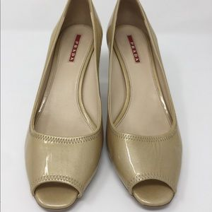 Prada 2 1/2 inch heel cream leather peep toe sz 39